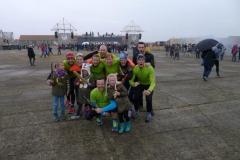 Team Far Out met kids + Far Out zwaarden