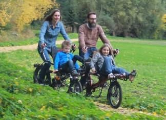 Gezin op fietsreis