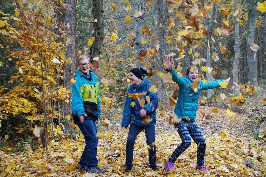 5 Outdoor Activiteiten Met Kinderen In De Herfstvakantie Far Out