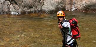 Avontuurlijke vakantie op een eiland - Corsica Raid Adventure canyoning (c) www.corsicaraid.com