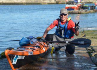 Dimitro steekt per zeekajak de Noordzee over