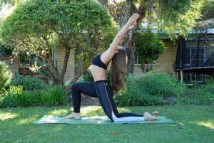 Yoga voor trailrunners - Lage psoas lunge met baby rugbuiging