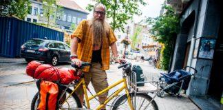 Mic Whitty door Europa op de fiets