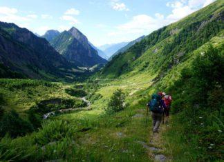 Wandelen in de Zwitserse Alpen, naar de bron van de Rijn